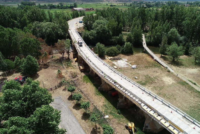 Replacement of the containment system and repair of the bridge over the Porma River of the N-601 road